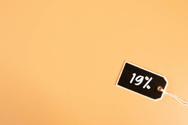 Price tag with 19% text on orange background