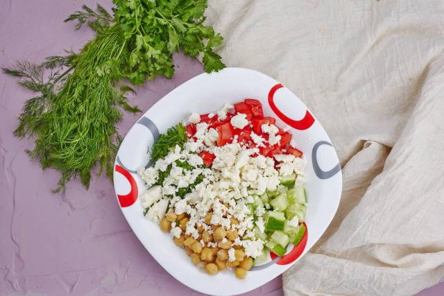 Healthy greek chickpea salad