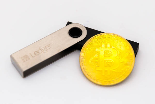 Ledger Nano S and physical Bitcoin