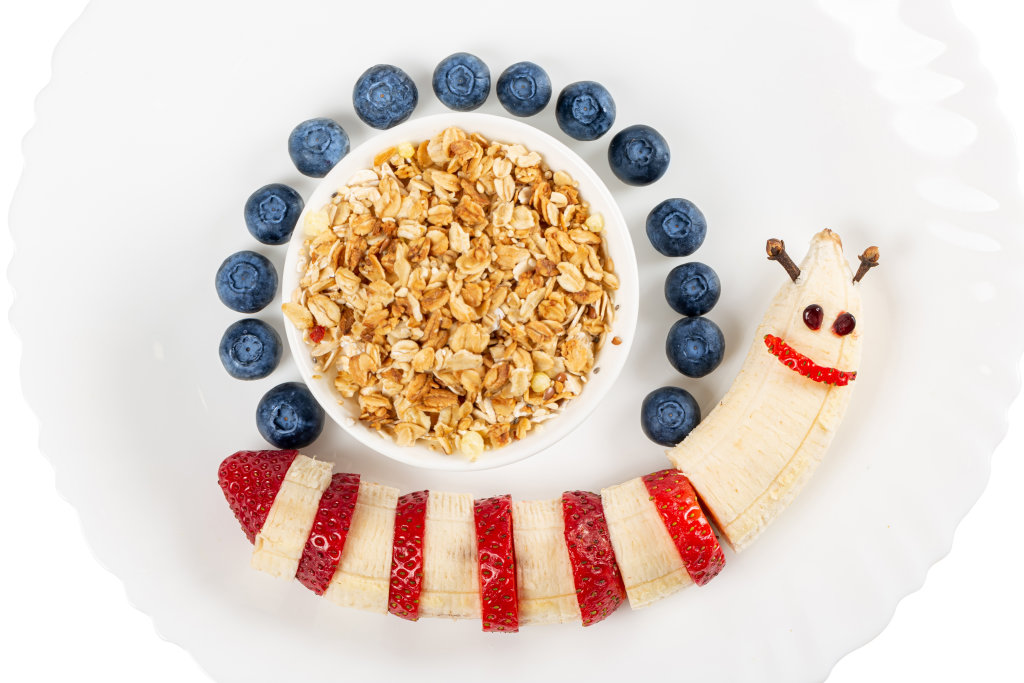 Oatmeal with fresh fruit - snail-shaped breakfast for children