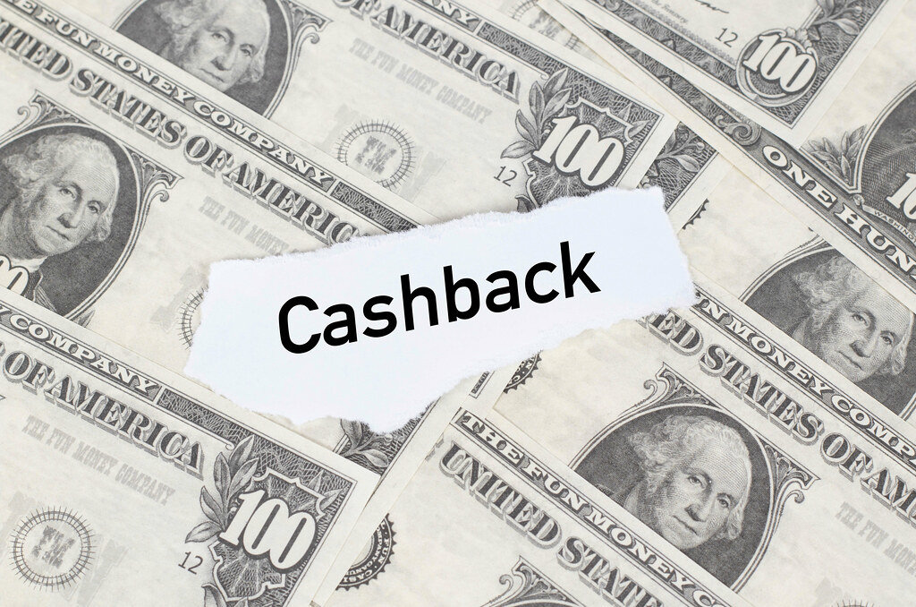 Note with Cashback text on dollar banknotes