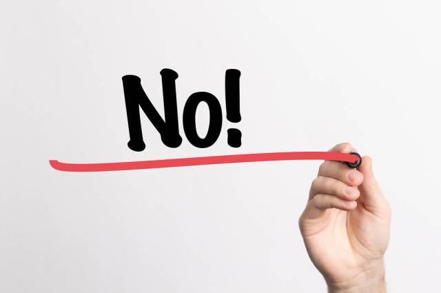 """Hand schreibt das Wort """"NEIN!"""" auf ein Whiteboard"""