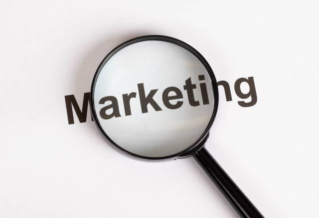 Marketing - Wort mit Lupe