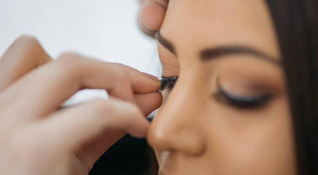 Putting fake eyelashes on