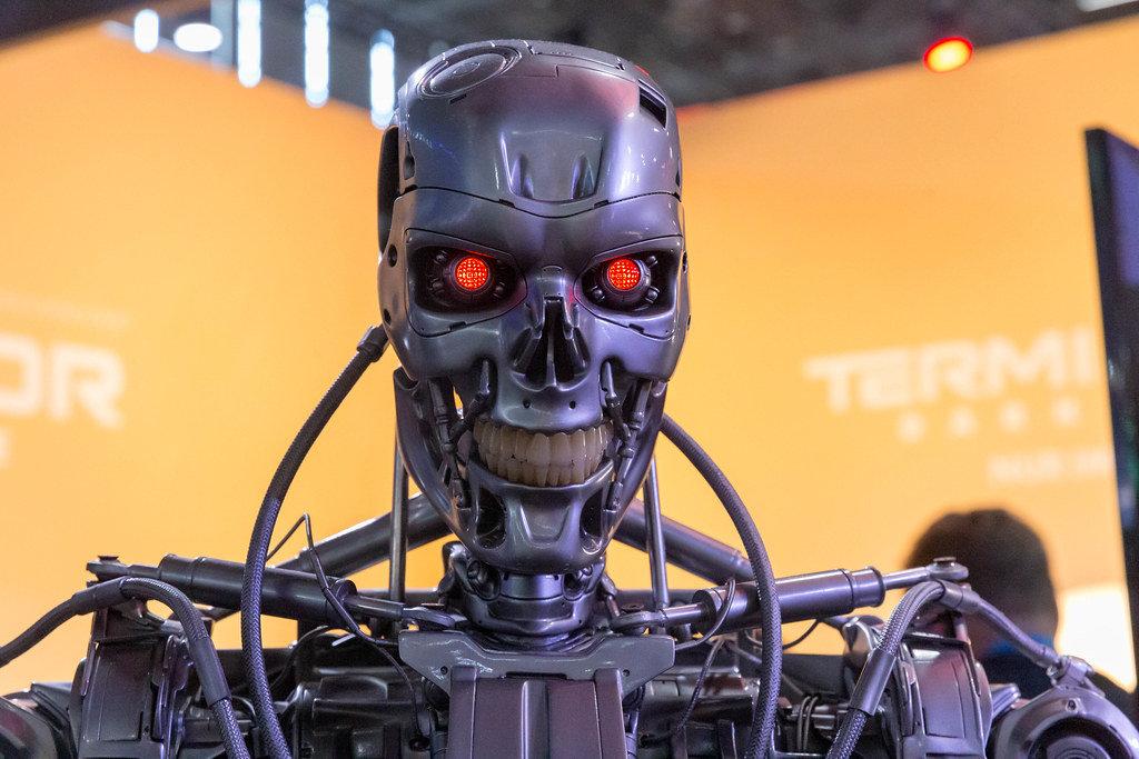 Terminator: Dark Fate - Roboter mit leuchtenden roten Augen