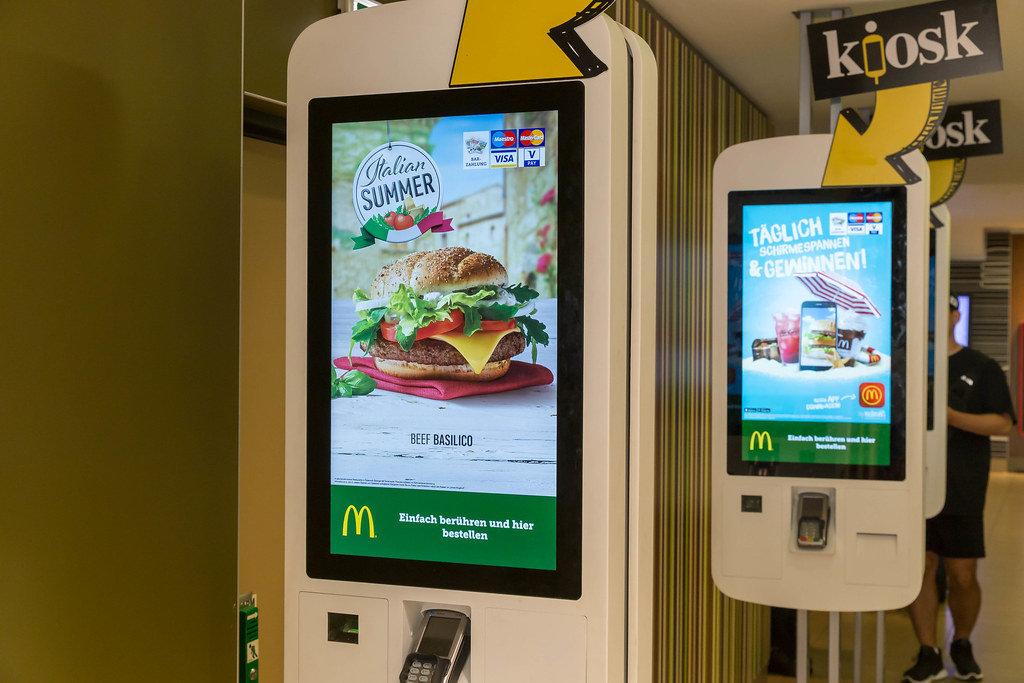 Kiosk in einem McDonalds in Wien