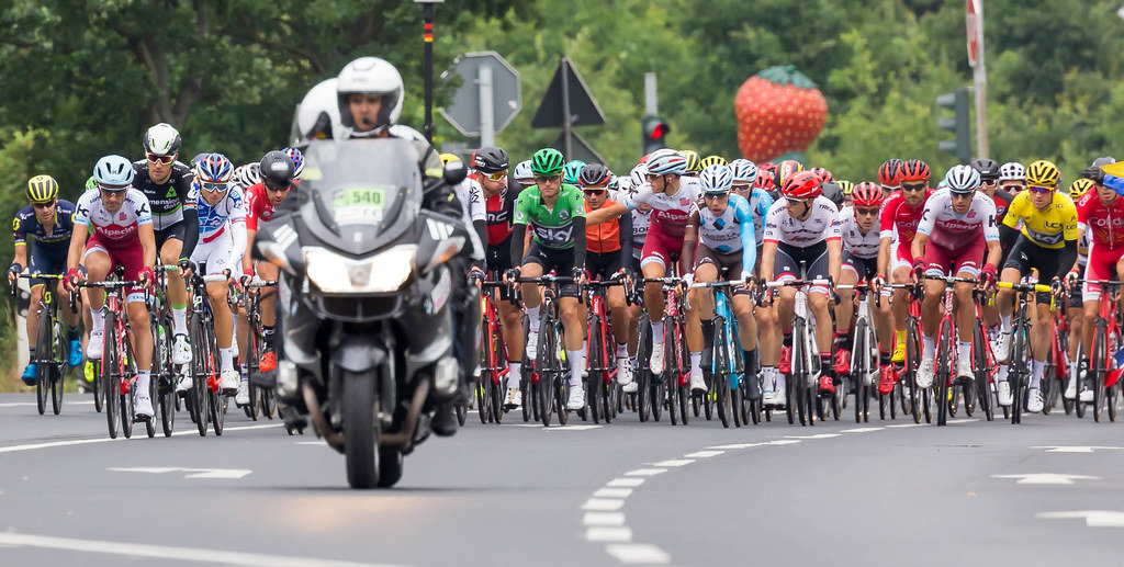 Tour de France: Hauptfeld mit gelben und grünem Trikot