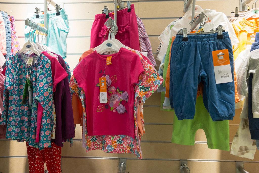 Kinderkleidung für Mädchen und Buben bei dm