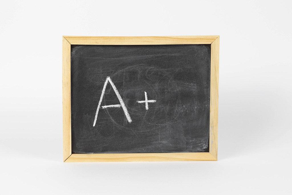Kleine Kreidetafel mit A+ Note