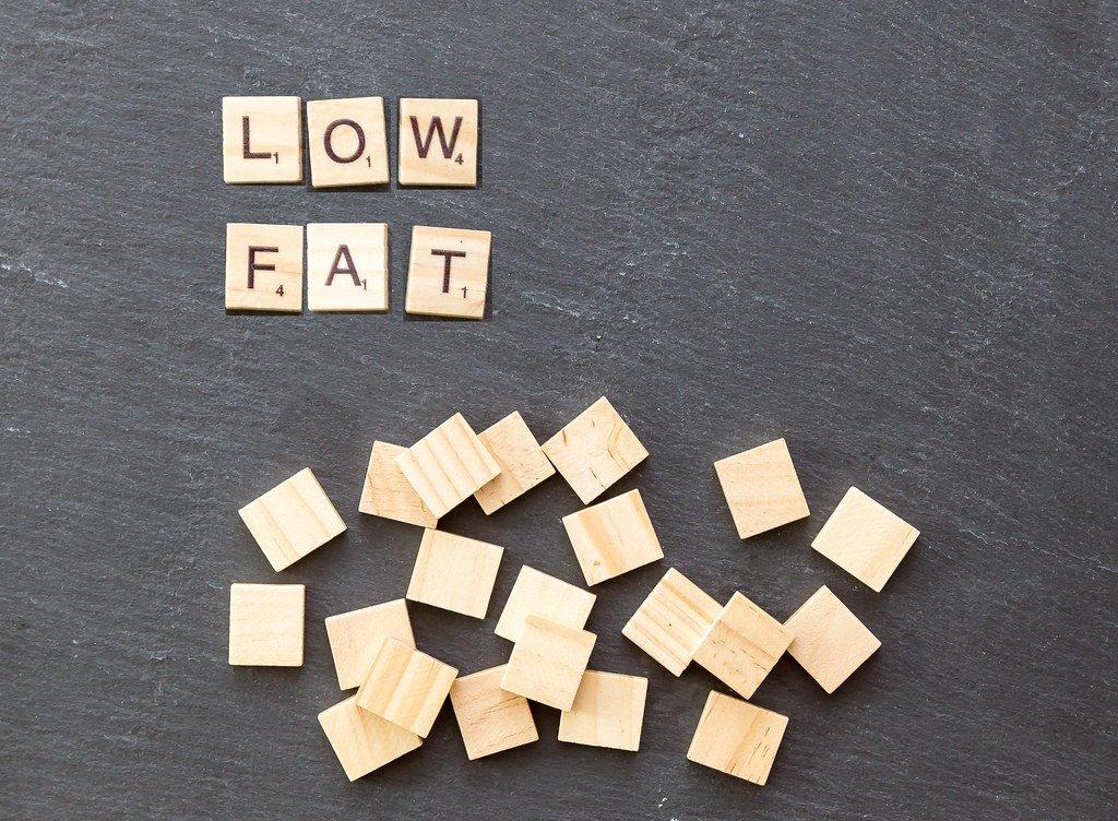 Low Carb oder Low Fat - welche Diät eignet sich besser zum Abnehmen?