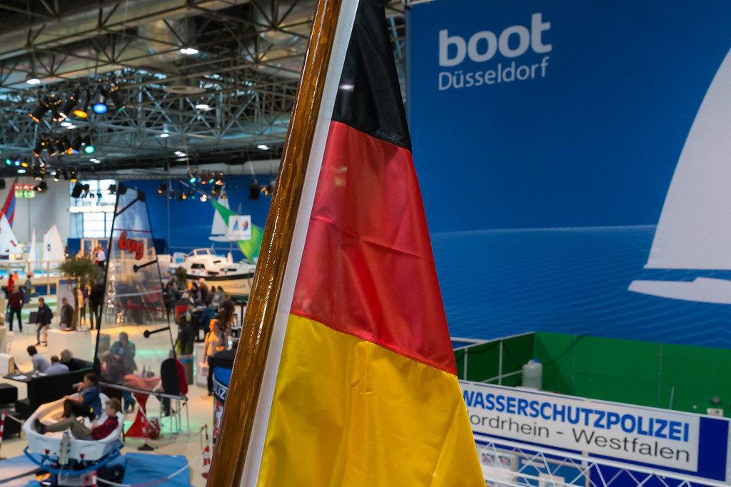 boot Düsseldorf 2017 mit Deutschlandfahne