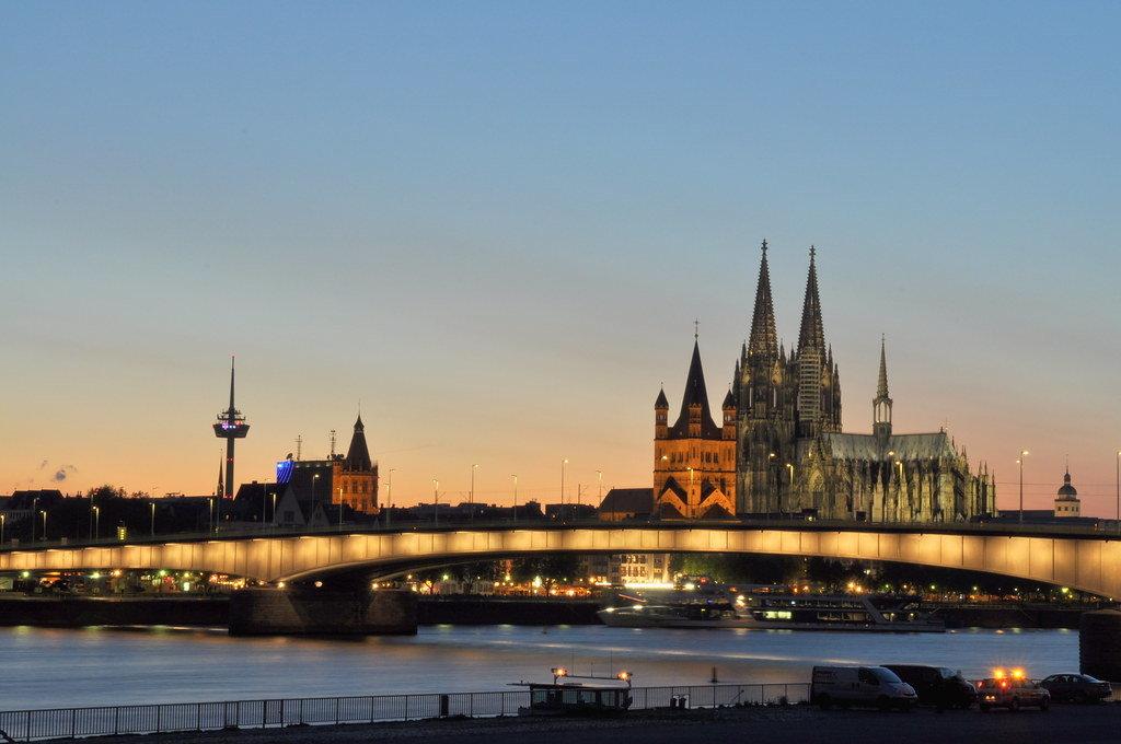 Kölner Dom in der Blauen Stunde