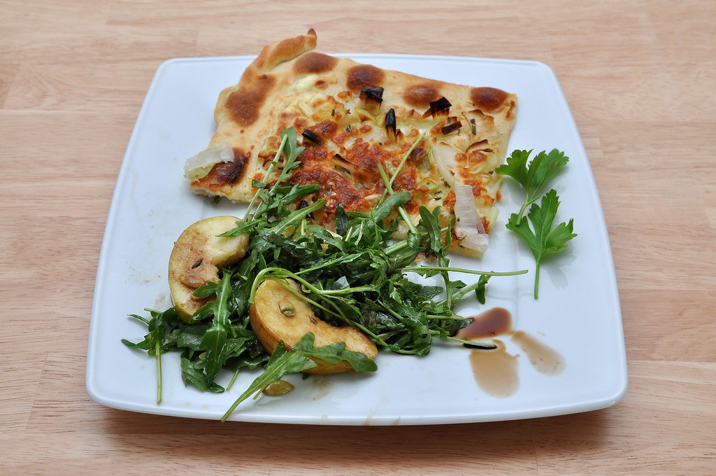 Flamkuchen mit Rucola-Salat