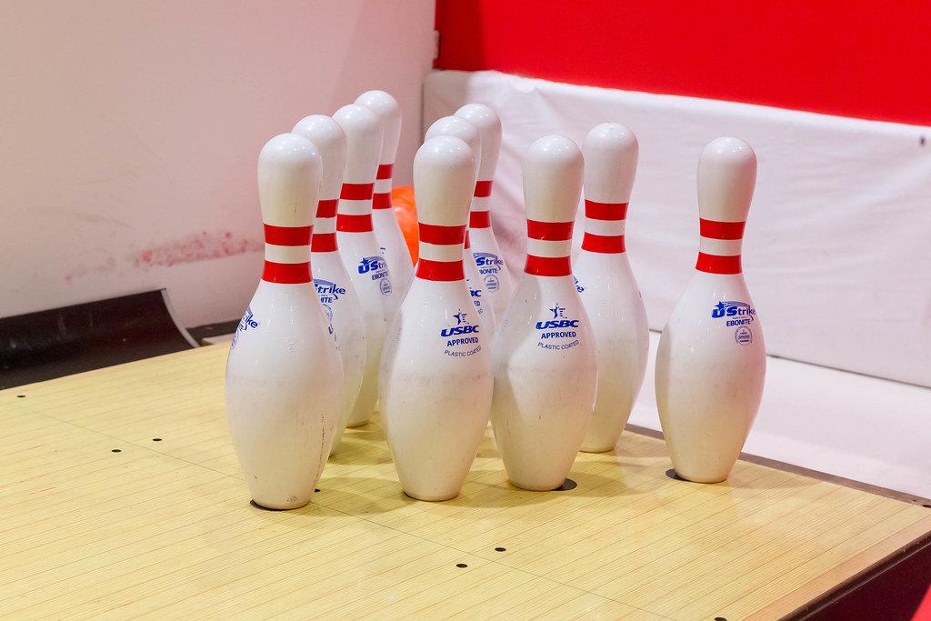 Zehn Bowling-Pins