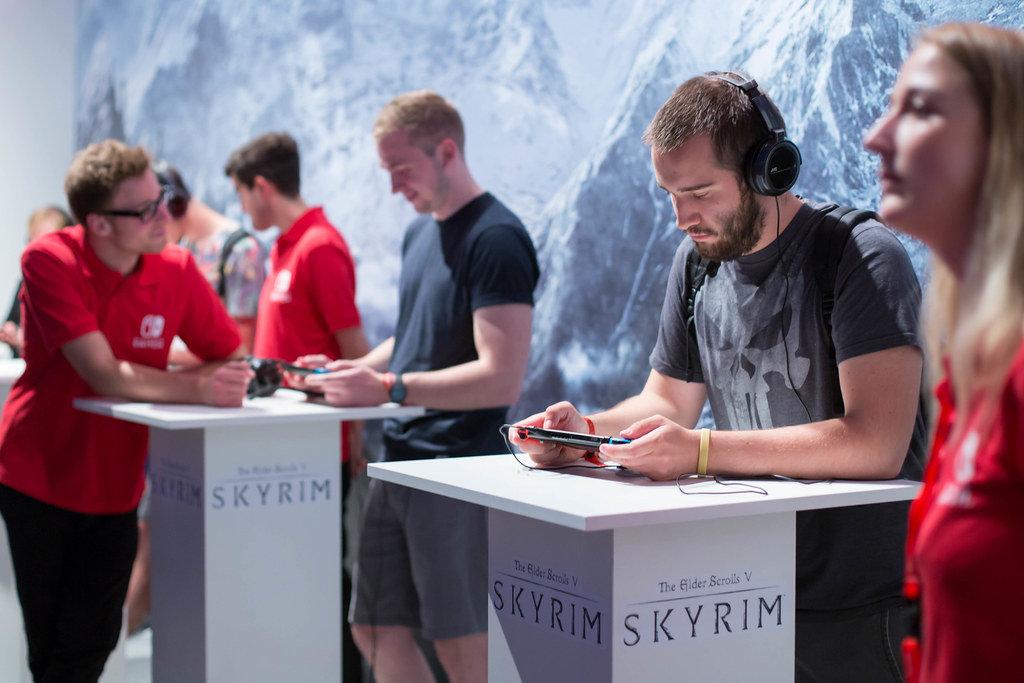 Besucher zocken The Elder Scrolls V Skyrim