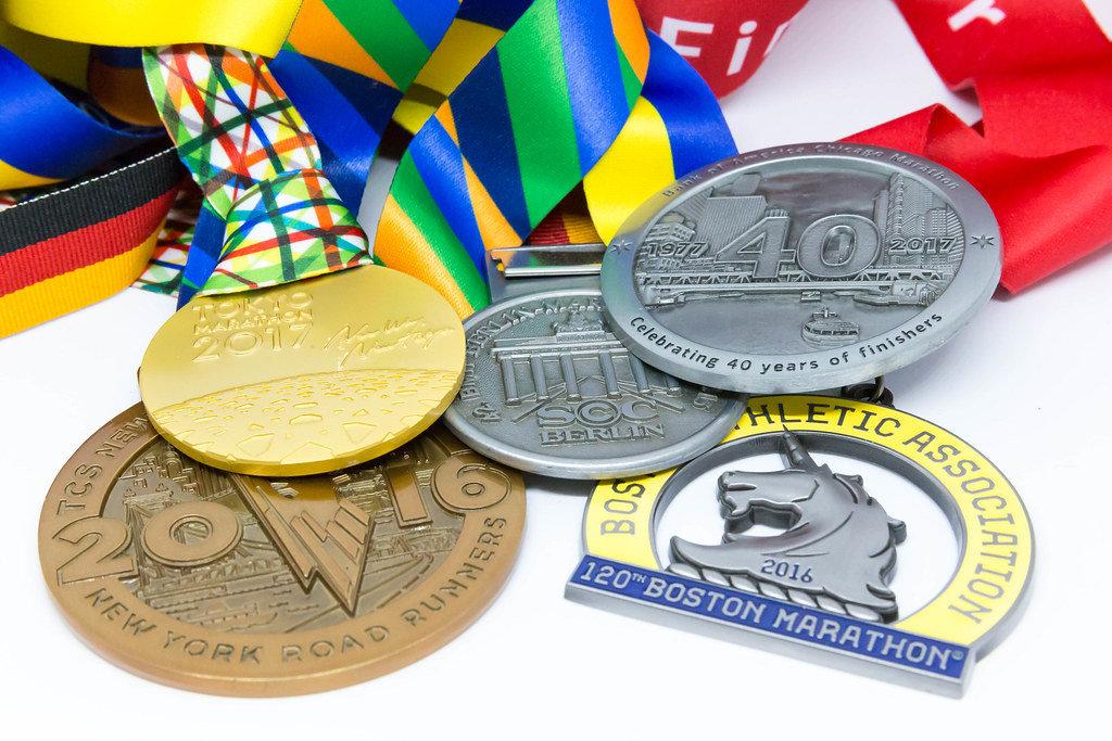 Auf Englisch übersetzen => Medaillen der Major Marathons Berlin, Chicago, Boston, New York und London
