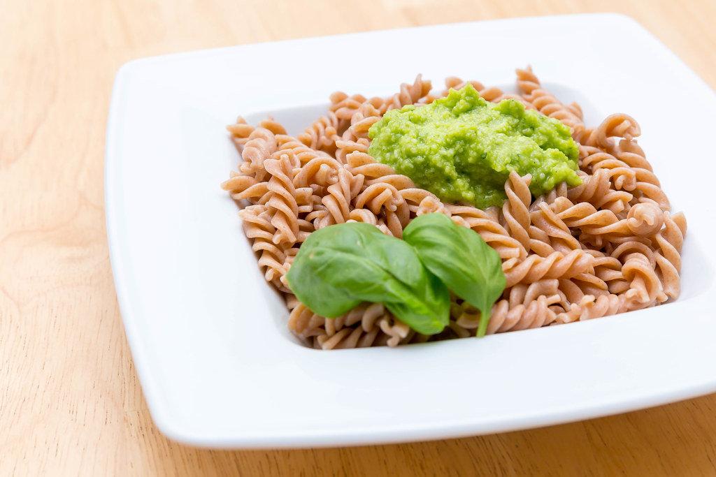 Dinkel-Spirelli-Nudeln mit grüner Pesto