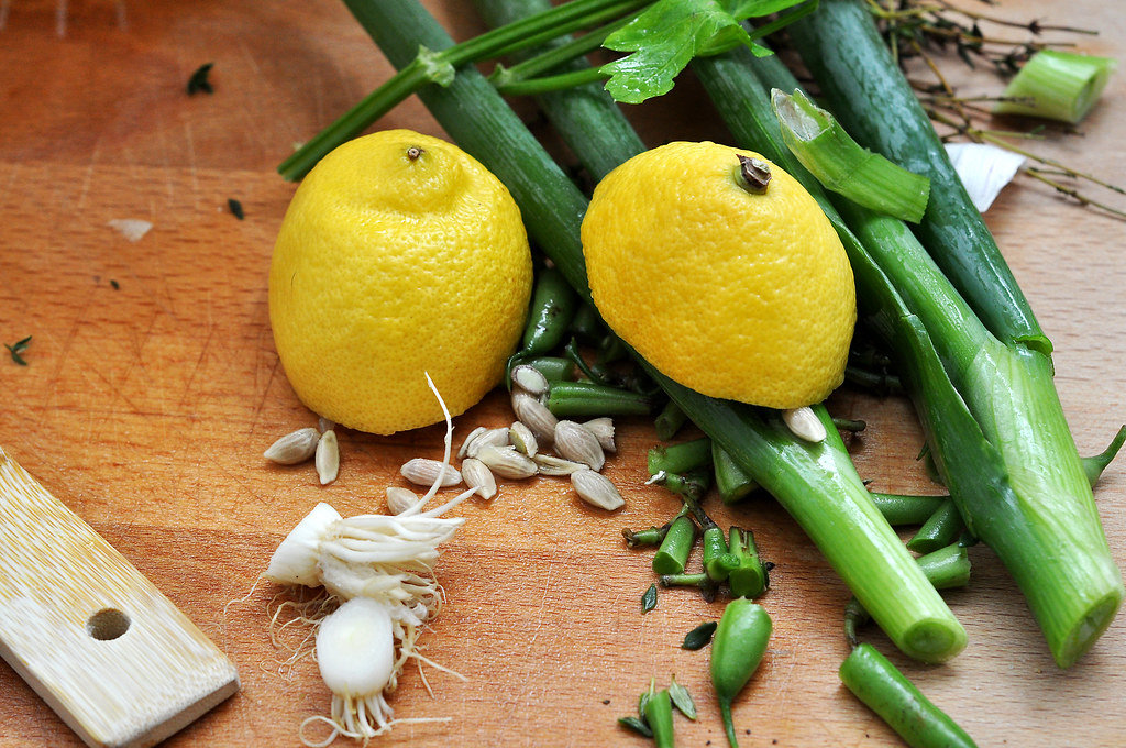 Küchenabfälle: Zitrone und Knoblauch