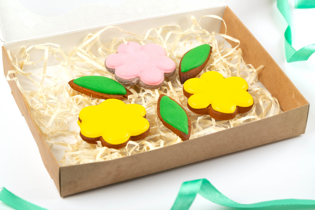 Flower-shaped cookies with colored icing, gift set for womens day