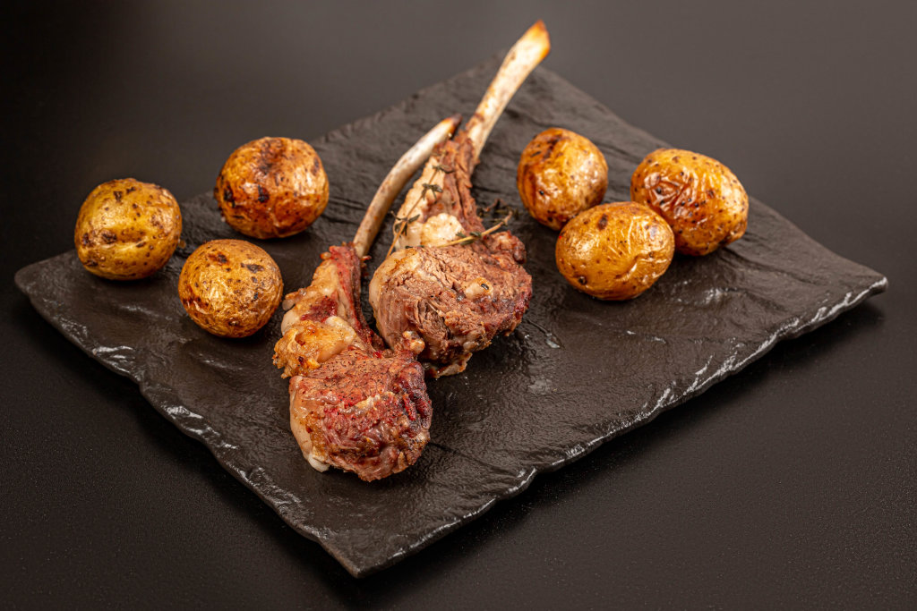 Grilled lamb ribs with potatoes