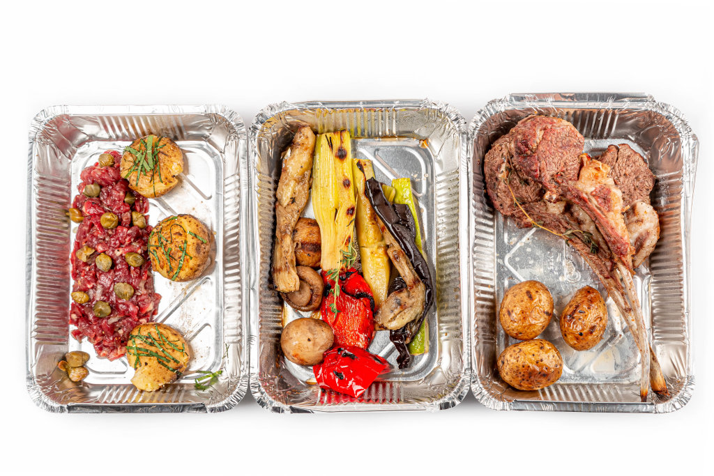 Beef tartare, grilled vegetables and rack of lamb - takeaway