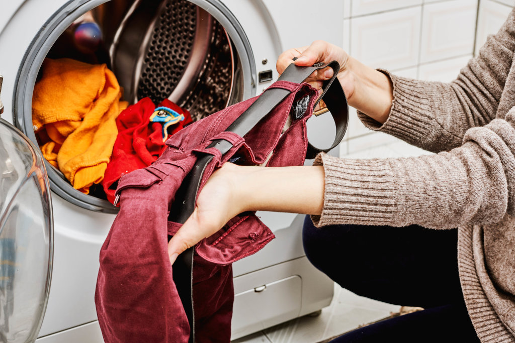 Loading colored clothes in washing machine
