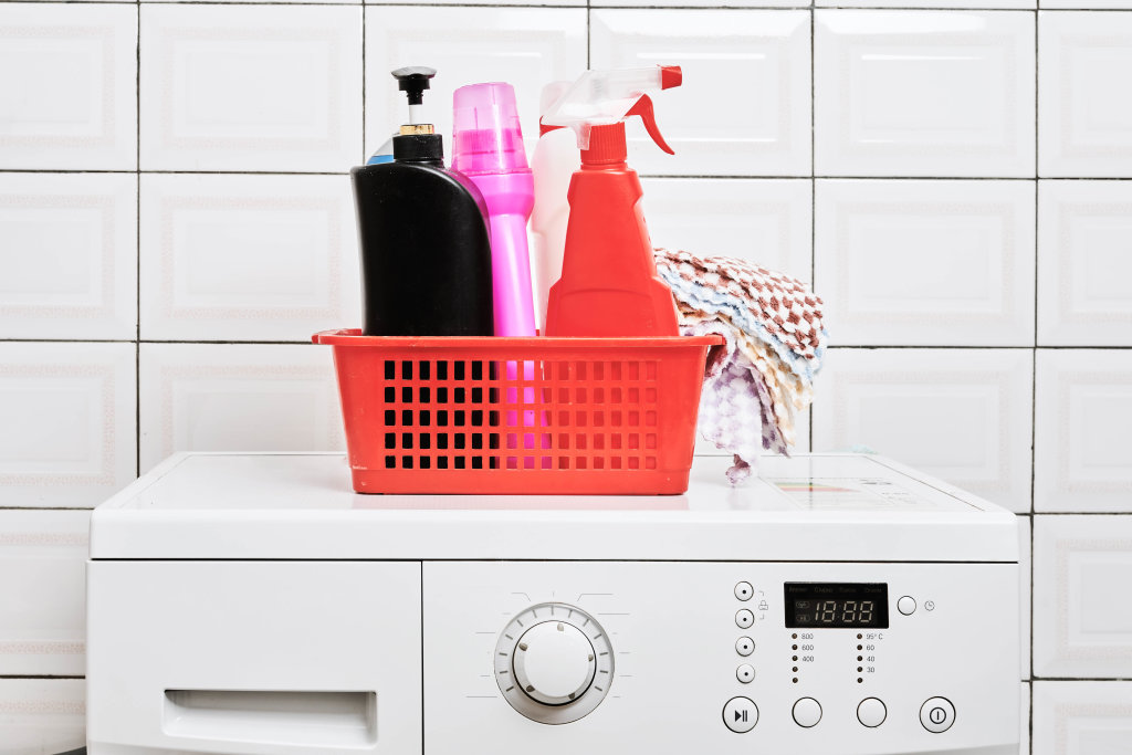 Washing machine and laundry detergent bottles in a basket