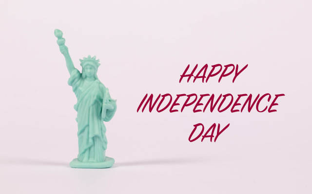 Statue of Liberty with Happy independence day text