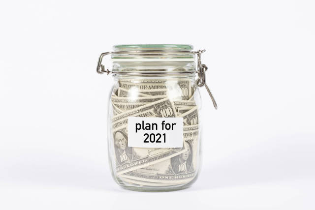 Money jar with plan for 2021 label
