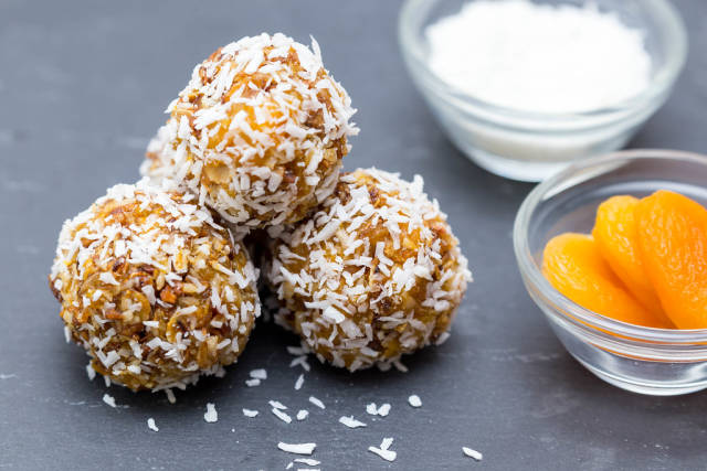 DIY Energy Balls with desiccated coconut and apricots