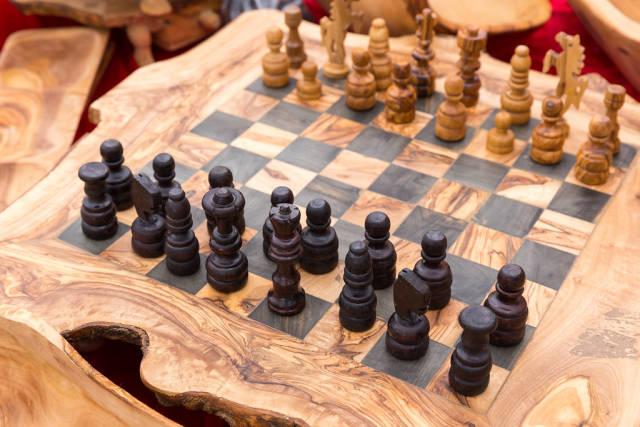 Schachspiel aus Holz