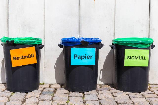 Mülltonnen für Biomüll, Papier und Restmüll. Mülltrennung