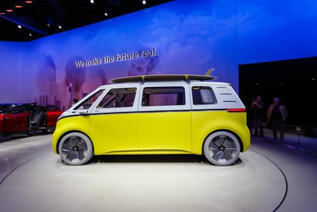 Seitenansicht vom neuen Volkswagenbus Buzz von I.D. Familie