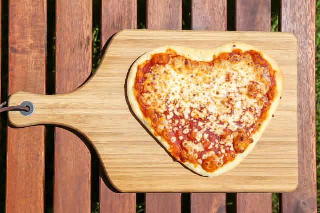 Pizza Magharita in Herzform