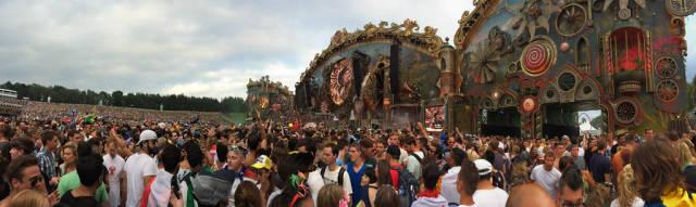 Panorama der Hauptbühne - Musikfestival Tomorrowland 2014