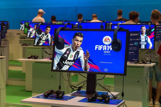 Gaming-PCs mit FIFA19 Demo. FIFA zum Anspielen