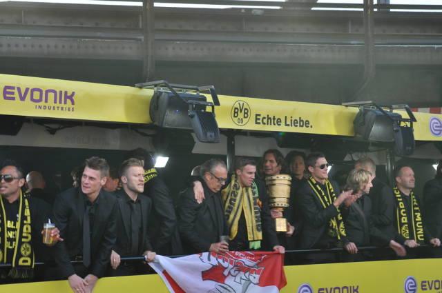 BVB Meisterkorso 2012: Großkreutz, Piszczek, Kuba und Kehl mit DFB-Pokal