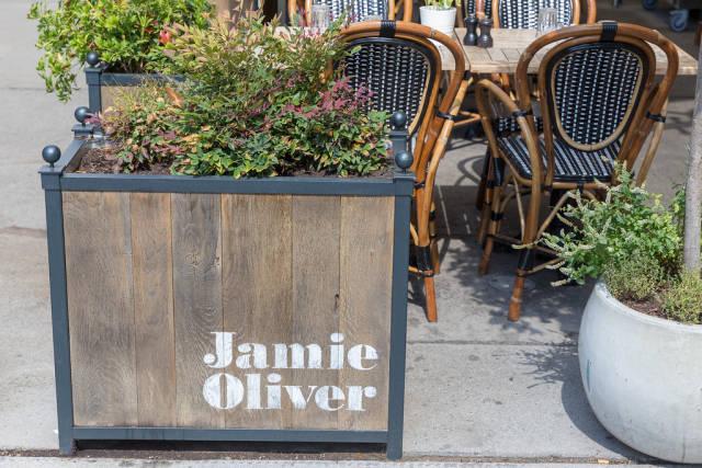 Garten im Wiener Restaurant Jamies Italian Vienna Downtown von Jamie Oliver