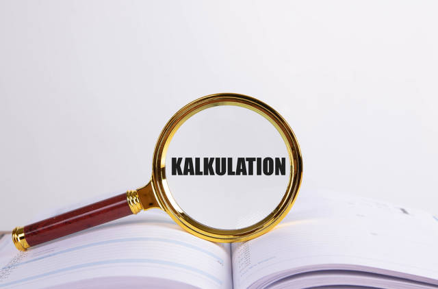 Magnifying glass and book with Kalkulation text