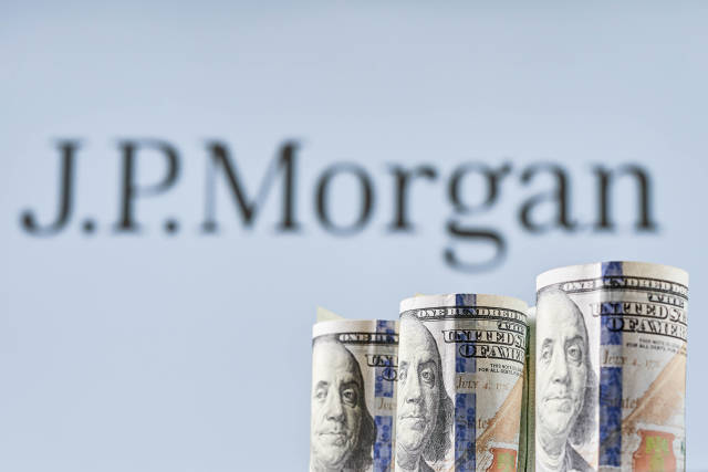 JP Morgan mulls cryptocurrency transaction among clients