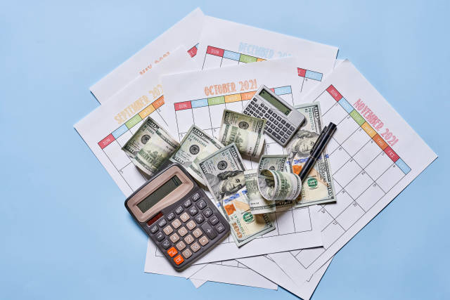 Yearly resolution for money management