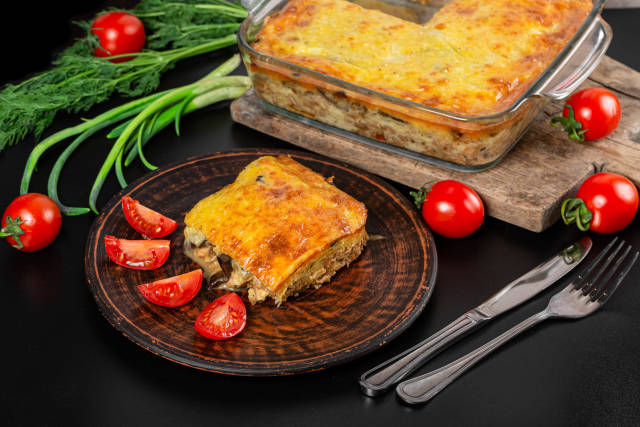 Casserole with chicken, mushrooms, onions and cheese