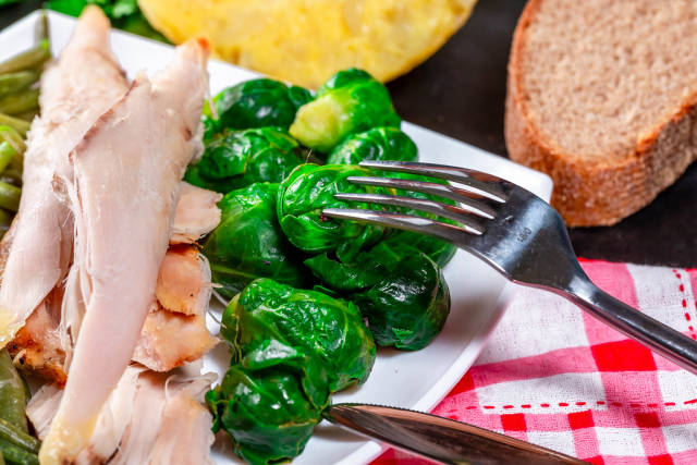 Pieces of chicken breast with Brussels sprouts