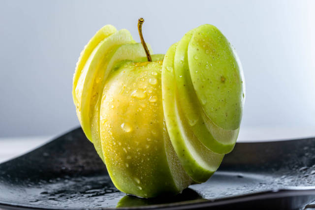 Sliced green Apple for serving with water droplets