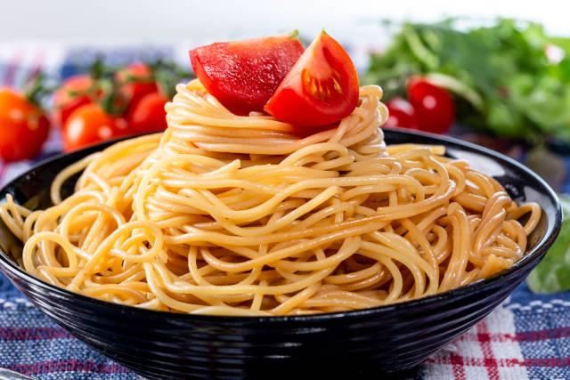 Boiled spaghetti with vegetables and herbs