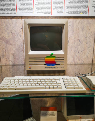 The Apple Macintosh SE computer
