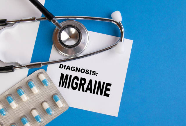 Diagnosis Migraine written on medical blue folder