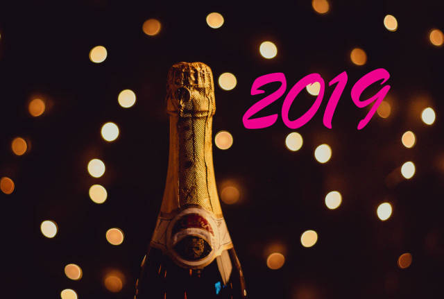 2019 text with champagne bottle