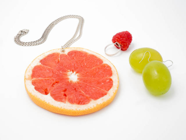 Edible jewelry made of fruit