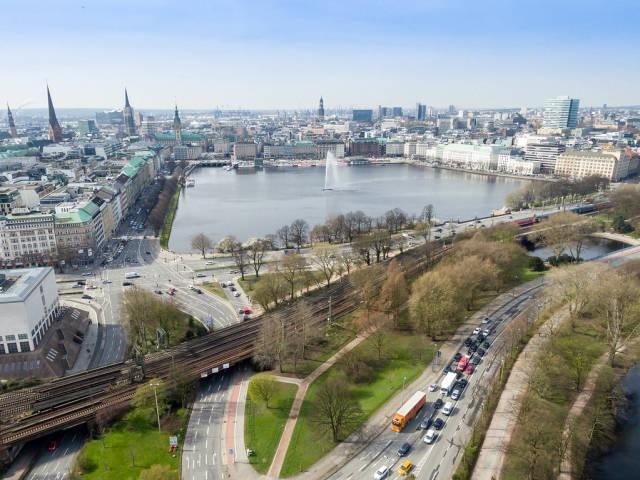 Drohnenfotografie: Innenalster Hamburg und Zufahrt zur Kennedybrücke